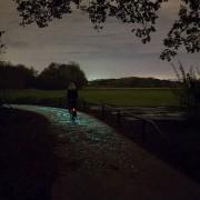 جاده شب تاب مخصوص دوچرخه سواری در شب
