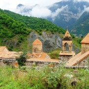 قره باغ یا آرتساخ ،منطقه ای کوهستانی در همسایگی شمال ایران